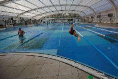 Imagen de una piscina cubierta en Barcelona.