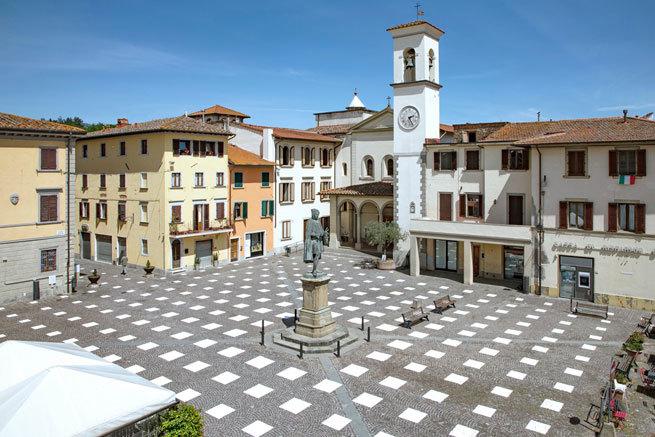 El pueblo de Florencia que se ha inventado una fórmula anticoronavirus para la distancia social