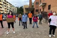 Trabajadores de la Fundación Número 1 de Alcorcón, la semana pasada durante una protesta por su despido colectivo y el cierre del Centro Especial de Empleo.