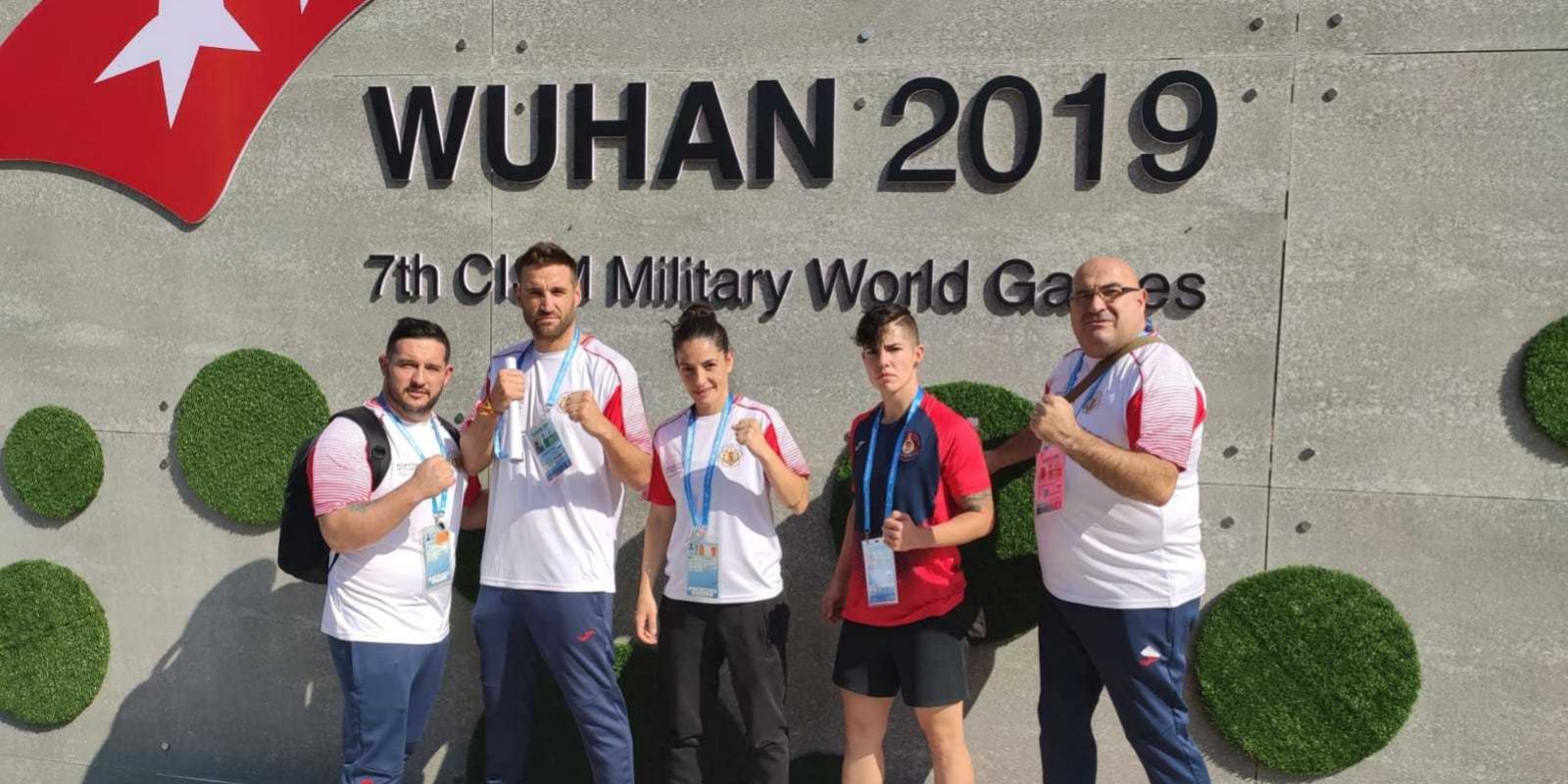 Equipo de Boxeo con su capitán (dcha.) Pedro Retuerto, en los Juegos Militares de Wuhan.