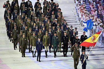 Los deportistas militares españoles durante el desfile inaugural de los Juegos. Compitieron 123.