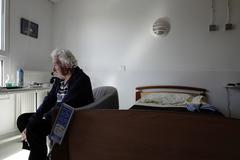 Una anciana, en una residencia en Saint-Nazaire (Francia).