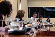 Pedro Sänchez y cuatro de sus ministros, en la videoconferencia con los presidentes autonómicos.