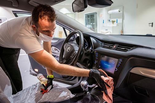 Los trabajos de desinfección de vehículos se multiplican.
