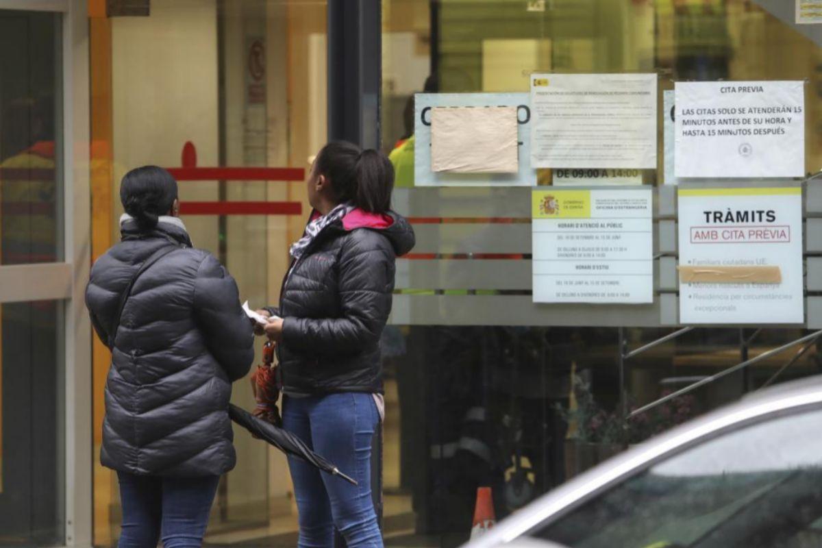 Prórroga automática de seis meses para los permisos de residencia y trabajo de los inmigrantes