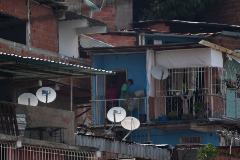 Cacerolada en Caracas tras la salida de la principal operadora de TV durante la cuarentena