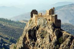 El castillo de Lanjarón a las afueras del pueblo.