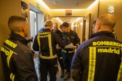 Bomberos del Ayuntamiento de Madrid durante una intervención en un domicilio