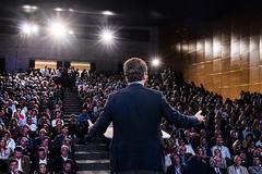 El presidente del PP, Pablo Casado, en una reunión con más de 600 alcaldes 'populares', en octubre de 2019, en Valladolid.