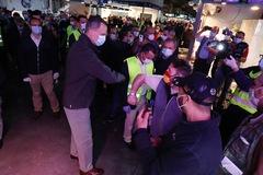 """Los Reyes visitan de madrugada  Mercamadrid: """"Los aplausos son para vosotros"""""""