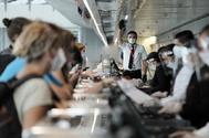 Consumo tomará medidas contra las aerolíneas que no informan a los clientes sobre el reembolso de los billetes