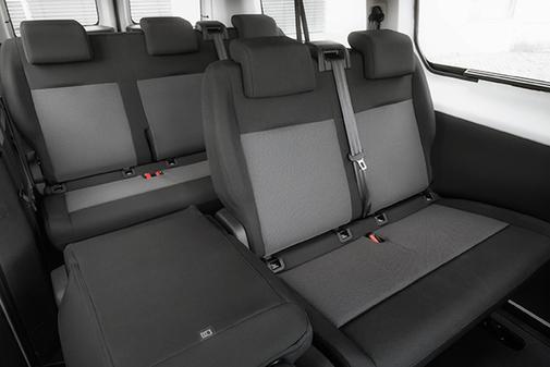Todas las versiones ofrecen capacidad hasta nueve plazas.
