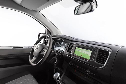 La dotación tecnológica se mantiene a la altura de la gama Opel Vivaro.