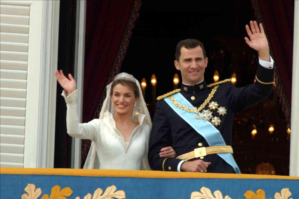 """Los entonces Príncipes Letizia y Felipe, tras darse el """"sí, quiero""""."""