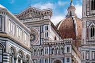 Vibradores al cuello para mantener la distancia social en el Duomo de Florencia