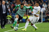 Iglesias se escapa de Casemiro, en el Madrid-Betis de esta temporada.