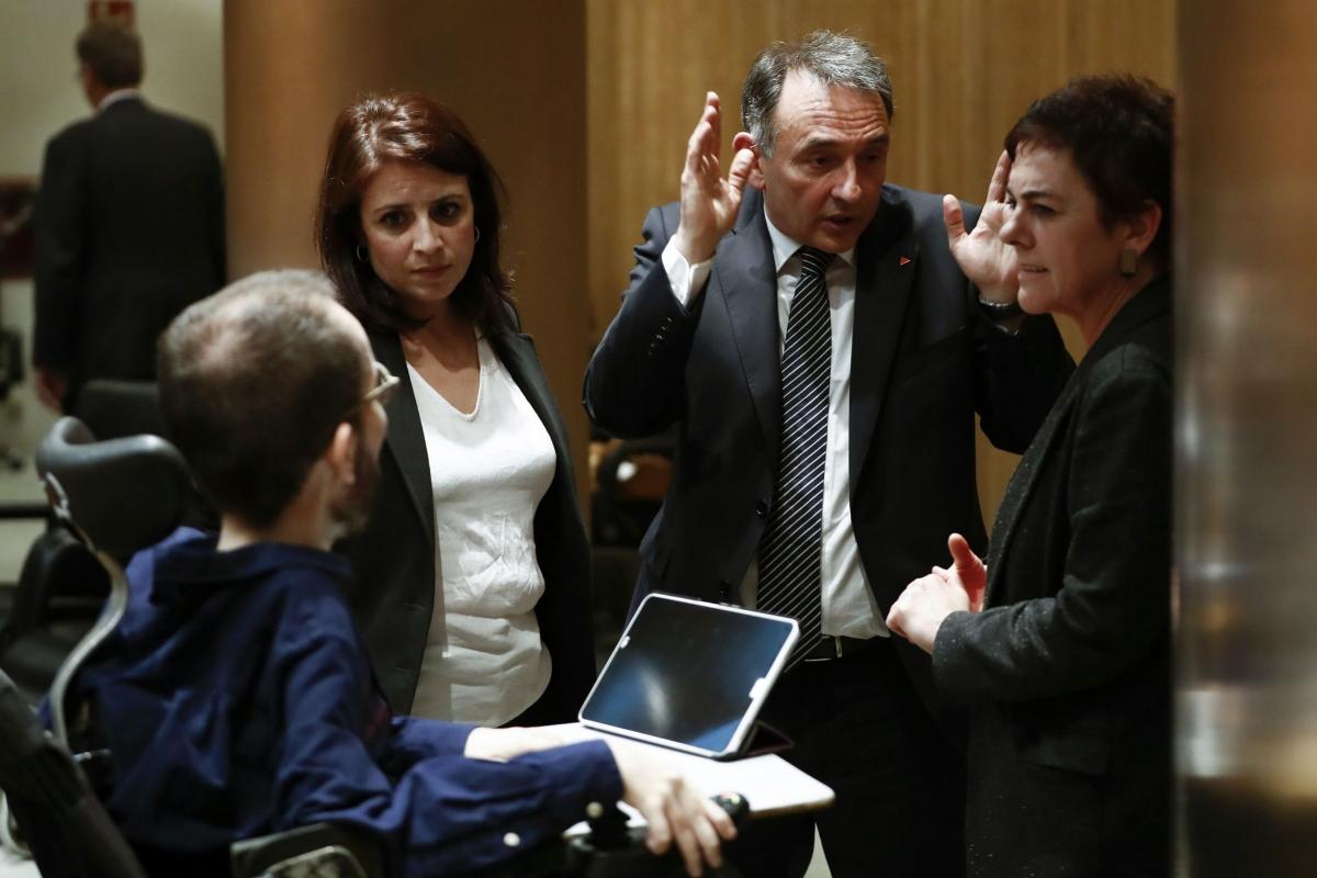 De izqda. a dcha, Pablo Echenique, Adriana Lastra, Enrique Santiago y Mertxe Aizpurua, el 13 de mayo, en el Congreso.