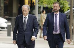 Juan Miguel Villar Mir (i), entrando en la Audiencia Nacional.