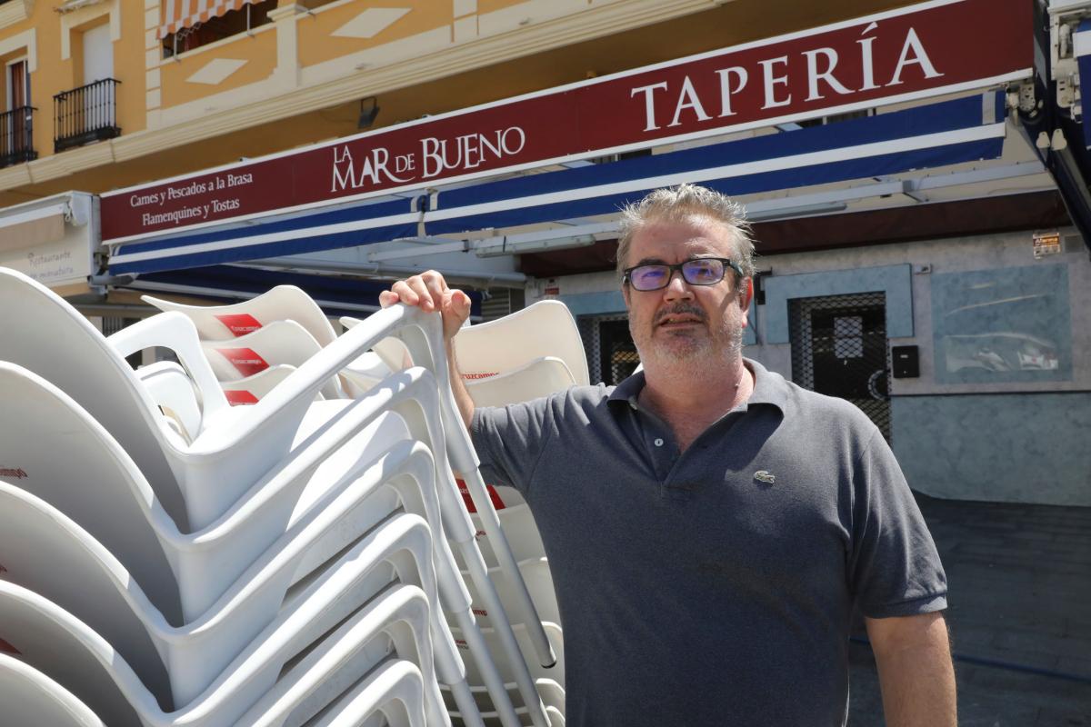 """Juan Manuel Carrascosa, dueño del restaurante La Mar de Bueno: """"Debería dimitir. Lo que dijo no tiene nombre. Él es de aquí""""."""