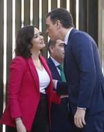 Pedro Sánchez, Isabel Díaz Ayuso y un Rey en apnea