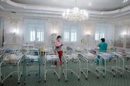 Bebés recién nacidos, en un hotel de Kiev (Ucrania).