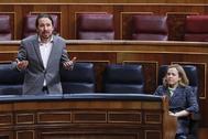 El vicepresidente del Gobierno, Pablo Iglesias, y la vicepresidenta Nadia Calviño, en un pleno del Congreso.