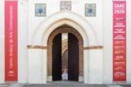La consejera de Cultura, a las puertas del Centro Andaluz de Arte Contemporáneo.