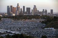 Coches de alquiler de Hertz aparcados durante la pandemia en Los Ángeles.