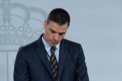 GRAF242. MADRID.- El presidente del Gobierno, Pedro lt;HIT gt;Sánchez lt;/HIT gt;, durante la rueda de prensa telemática ofrecida este sábado en el Palacio de la Moncloa, en Madrid.  Pool Moncloa/ SOLO USO EDITORIAL/NO ARCHIVO/NO VENTAS