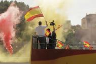 23/05/2020.Foto Javier Barbancho. lt;HIT gt;Madrid lt;/HIT gt; Comunidad de lt;HIT gt;Madrid lt;/HIT gt;. lt;HIT gt;Madrid lt;/HIT gt; CORONAVIRUS Protestas contra el gobierno, caravana de coches piden la dimisión del gobierno en COLON. La cúpula de lt;HIT gt;VOX lt;/HIT gt; Santiago Abascal, Rocio Monasterio,Monteros Espinosa y Ortega Smith