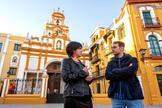 Teresa Rodríguez, líder de Podemos en Andalucía, y Toni Valero, coordinador regional de IU, en un acto por la exhumación de Queipo de Llano en la Macarena.