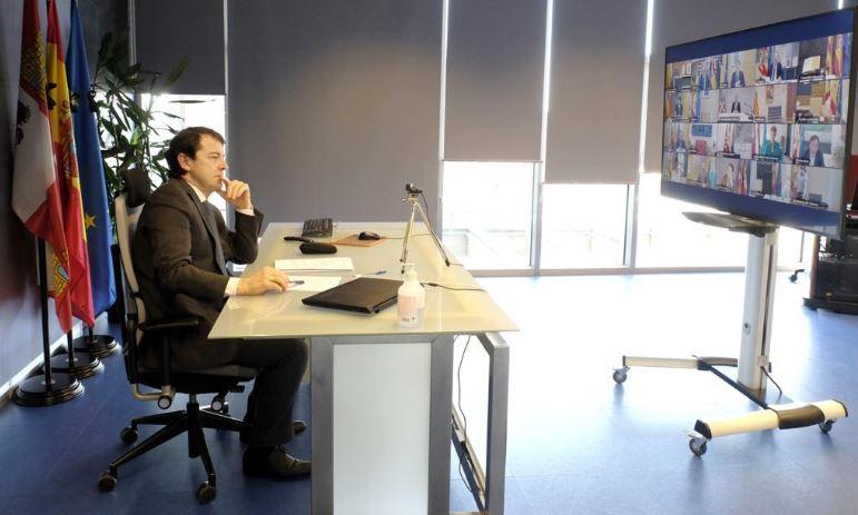 El presidente de Castilla y León, Alfonso Fernández Mañueco, este domingo, en la conferencia de presidentes.