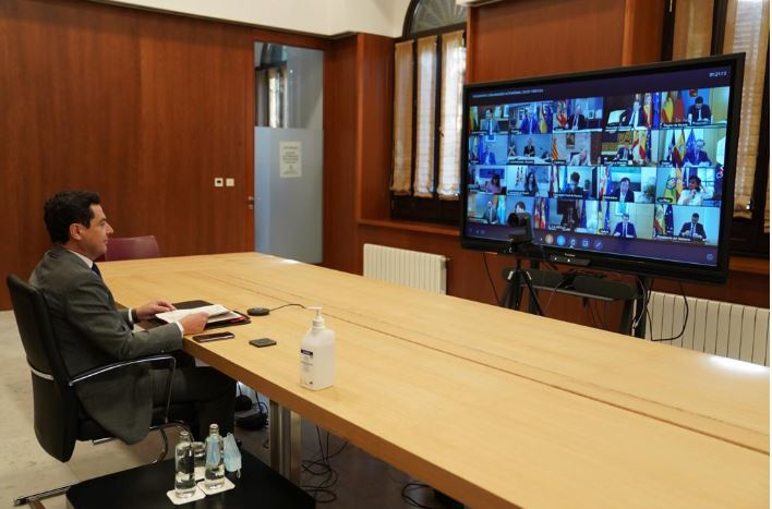 El presidente de Andalucía, Juan Manuel Moreno, este domingo, en la conferencia de presidentes.