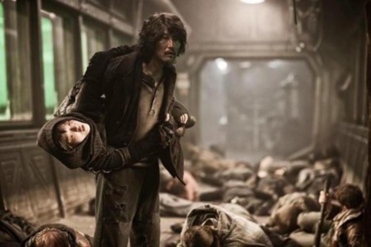 El actor Song Kang-ho, un habitual en el cine de Bong Joon-ho, en un momento de 'Snowpiercer' la película.