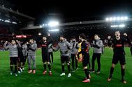 Los jugadores del Atlético celebran su clasificación en Anfield.