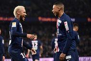 Neymar y Mbappe celebran un gol del PSG.