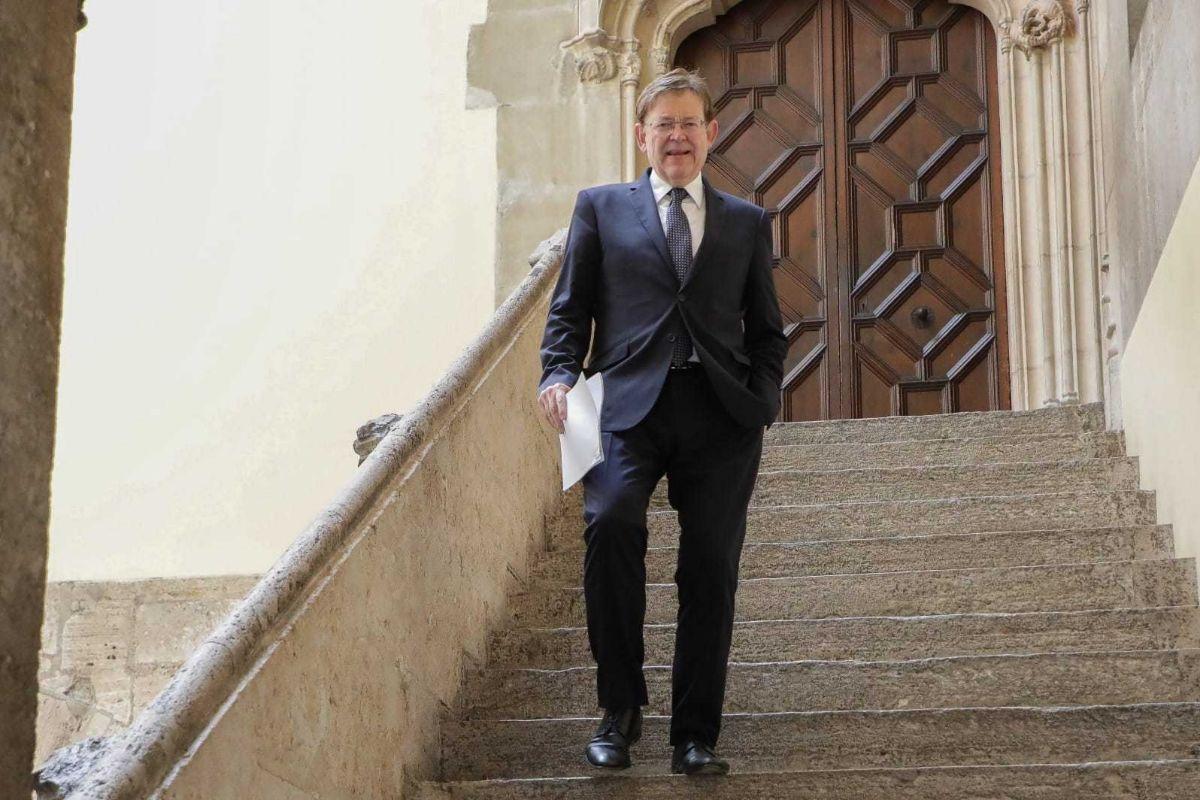 El presidente Ximo Puig en las escaleras del Palau de la Generalitat.