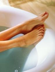 Montarte un spa casaero para cuidar los pies como merecen es más fácil de lo que piensas... Foto: GETTY IMAGES.