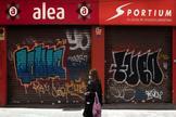 Un local comercial cerrado en Madrid durante el confinamiento.