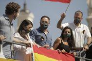 Abascal y otros dirigentes de Vox, en el caravana de Madrid.
