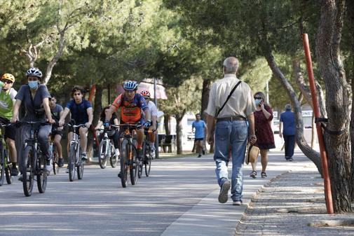 Ciclistas, deportistas y paseantes, en la reapertura de Madrid Río