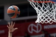 Moscow (Russian Federation).- (FILE) - Shavon Shields of Vitoria-Gasteiz scores during the Euroleague basketball match between CSKA Moscow and Baskonia Vitoria-Gasteiz in Moscow, Russia, 04 April 2019 (re-issued on 25 May 2020). The 2019-20 Euroleague and Eurocup basketball seasons have been cancelled due to the ongoing coronavirus COVID-19 pandemic, the Euroleague Commercial Assets (ECA) Shareholders Executive Board confirmed on 25 May 2020. (Baloncesto, lt;HIT gt;Euroliga lt;/HIT gt;, Rusia, Moscú) EPA/ *** Local Caption *** 55104369
