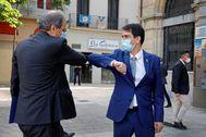 Quim Torra saluda al alcalde de Igualada, Marc Castells.