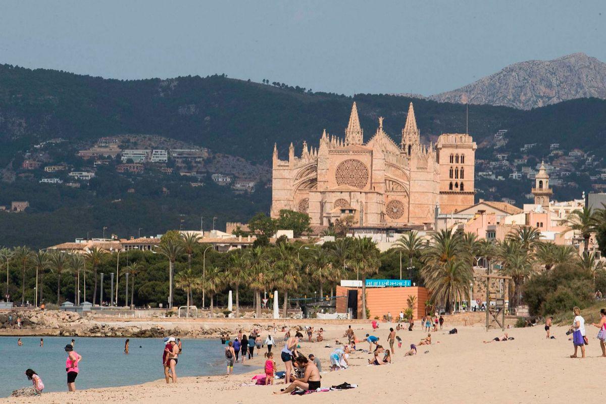 Los mallorquines han podido volver a disfrutar de las playas este lunes.