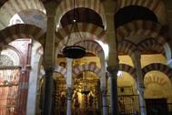 Arcadas de la Mezquita Catedral de Córdoba.