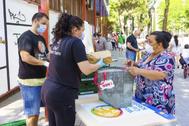 La ONG del Chef Jose Andres reparte comida en el barrio de San Cristobal