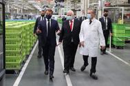 Macron dio sus discurso desde una fábrica de Valeo que previamente visitó.