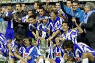 Los jugadores del Espanyol celebran la Copa del año 2000.