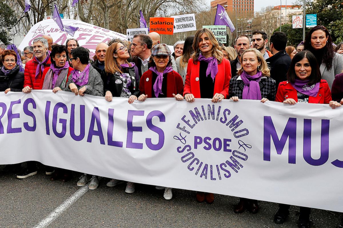 Cabecera de la manifestación del 8-M, con José Manuel Franco en segunda fila, detrás de Carmen Calvo.