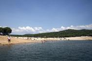 La playa de la Virgen de la Nueva, en el pantano de San Juan, al sur de Madrid.
